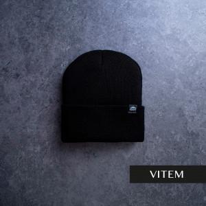 Шапка з підворотом чорного кольору