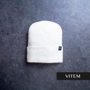 Шапка з підворотом білого кольору